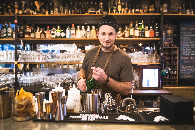 la luck bartender lille bar restaurant cocktails
