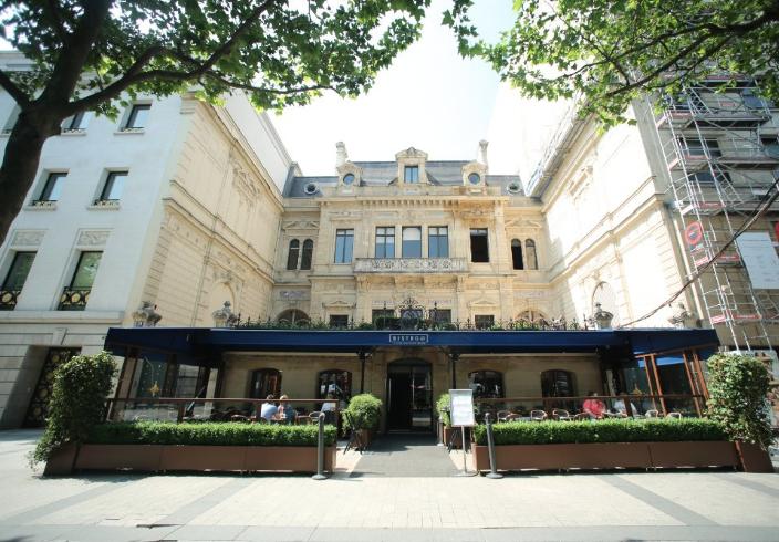bistro 25 restaurant champs elysees paris