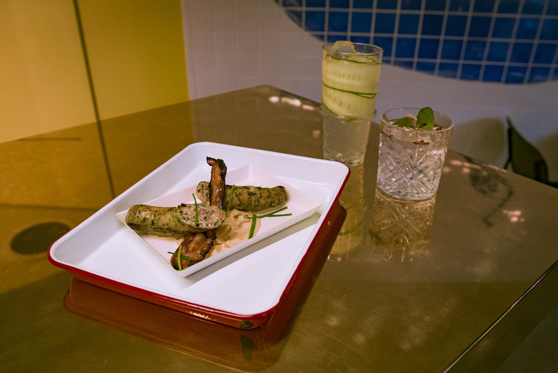 Cocktails et assiette à partager au Supertonic