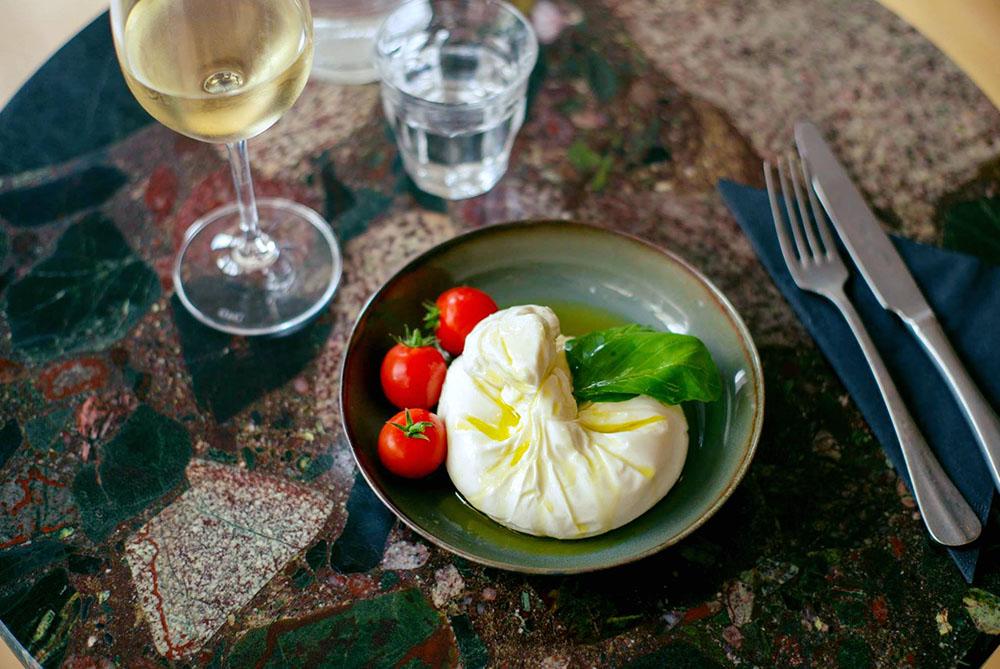 materrazza aperitivo the little Italy plat