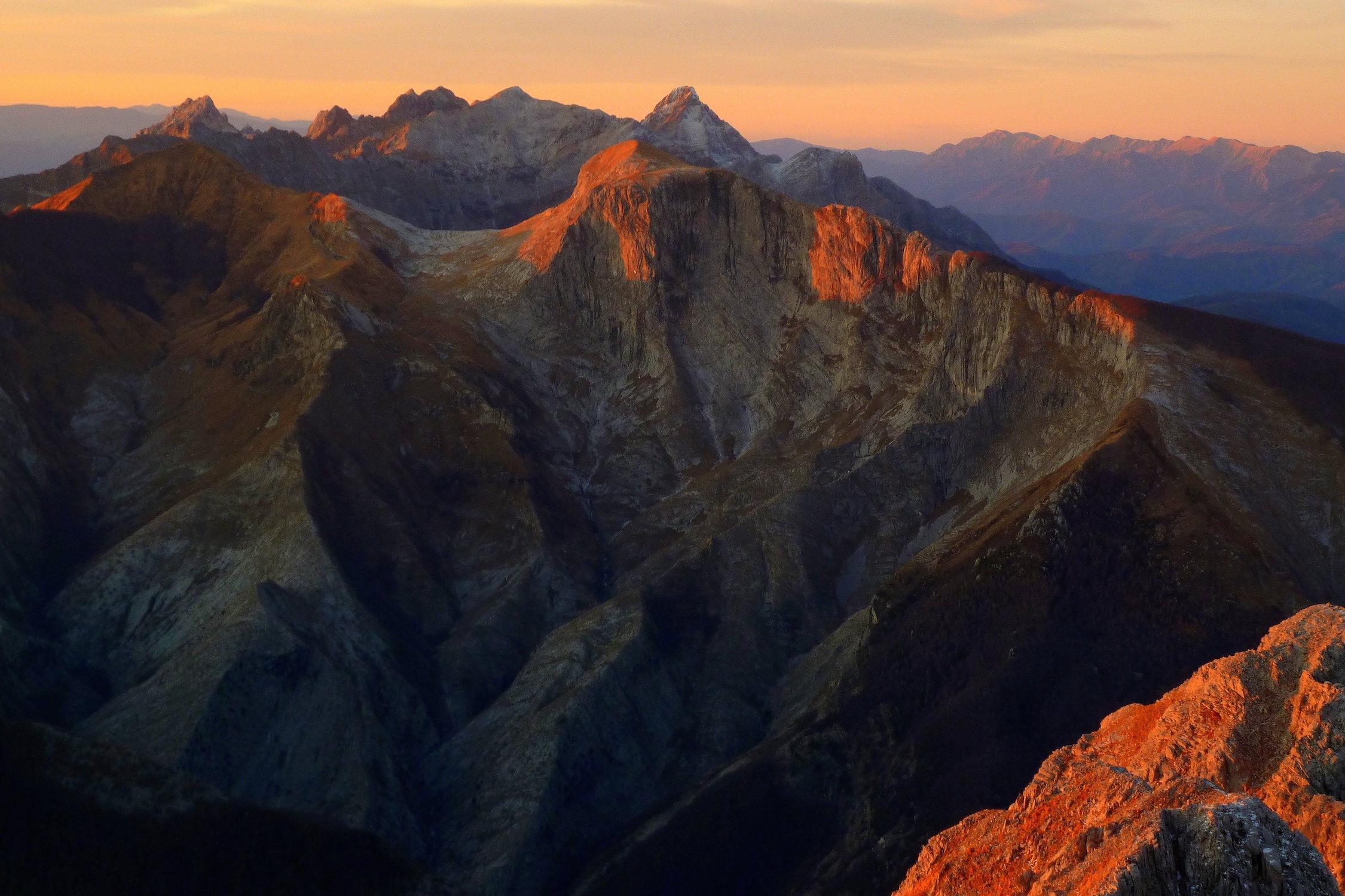 alpes apuanes italie toscane paysage