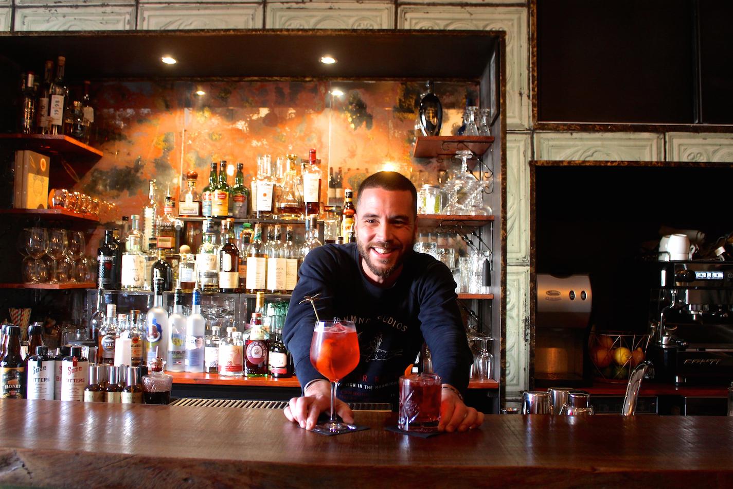 bartender le directoire marseille bar à cocktail
