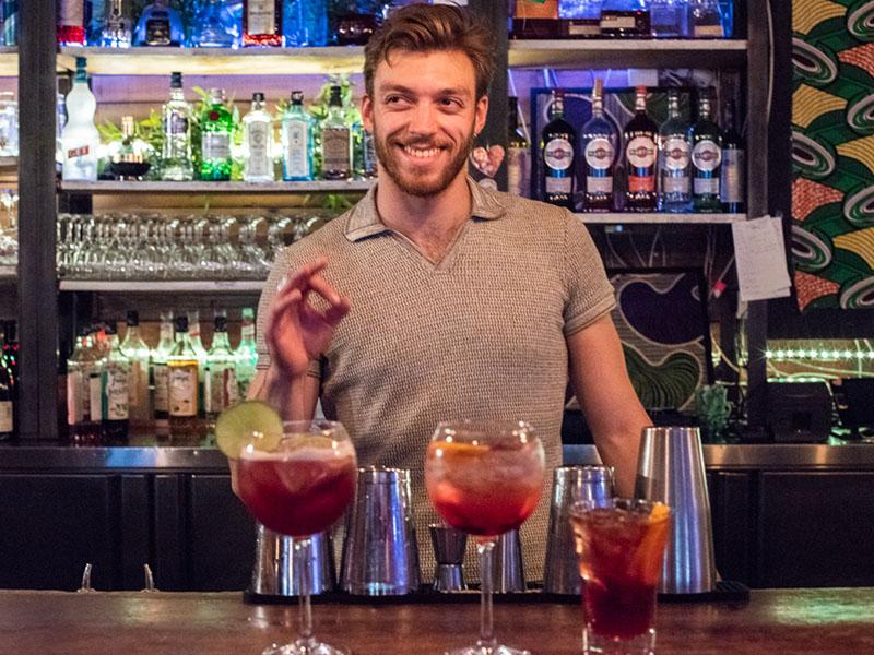 Les Petites Gouttes paris bartender