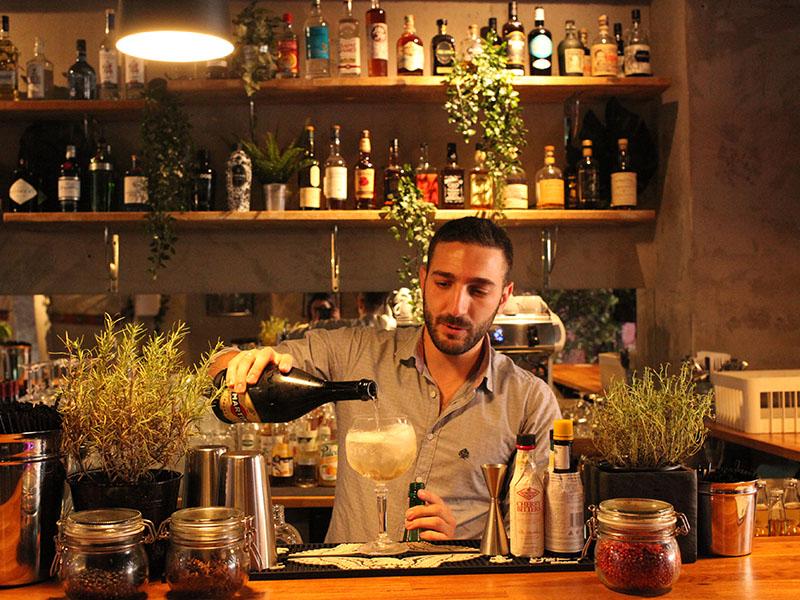 Le Comptoir d'Endoume restaurant marseille bartender