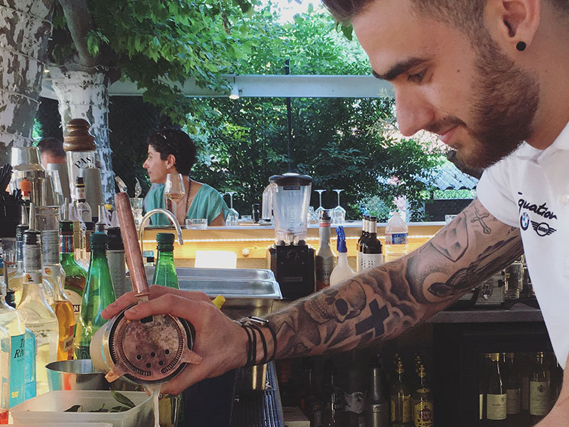 rowing club restaurant toulouse bartender