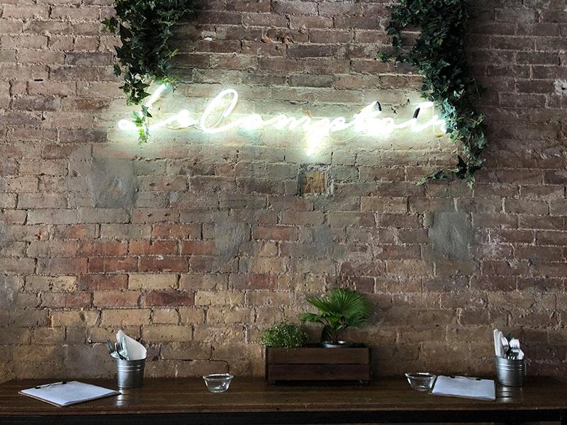 Le Comptoir d'Endoume restaurant marseille neon