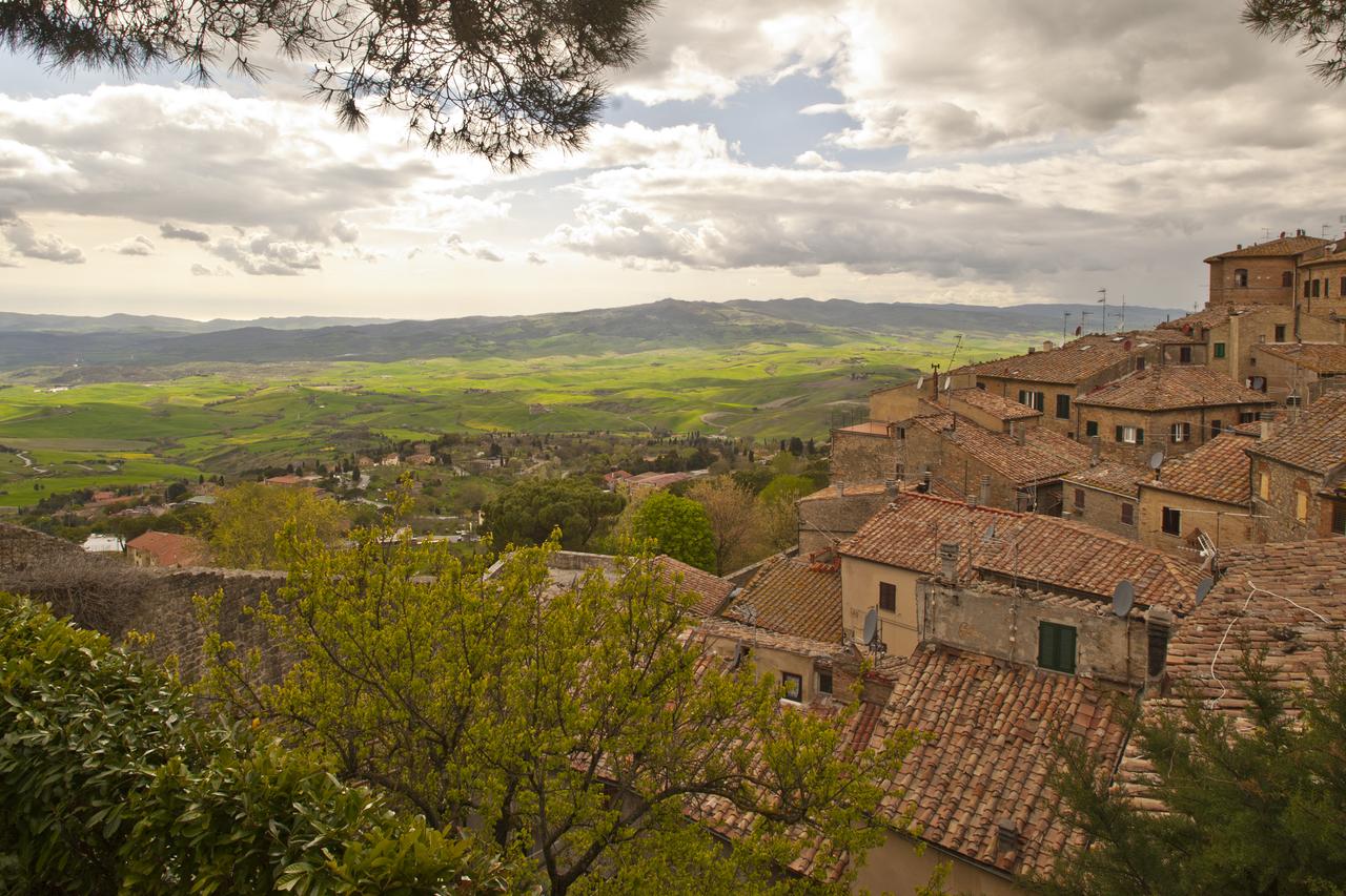 volterra paysage campagne toscane italie