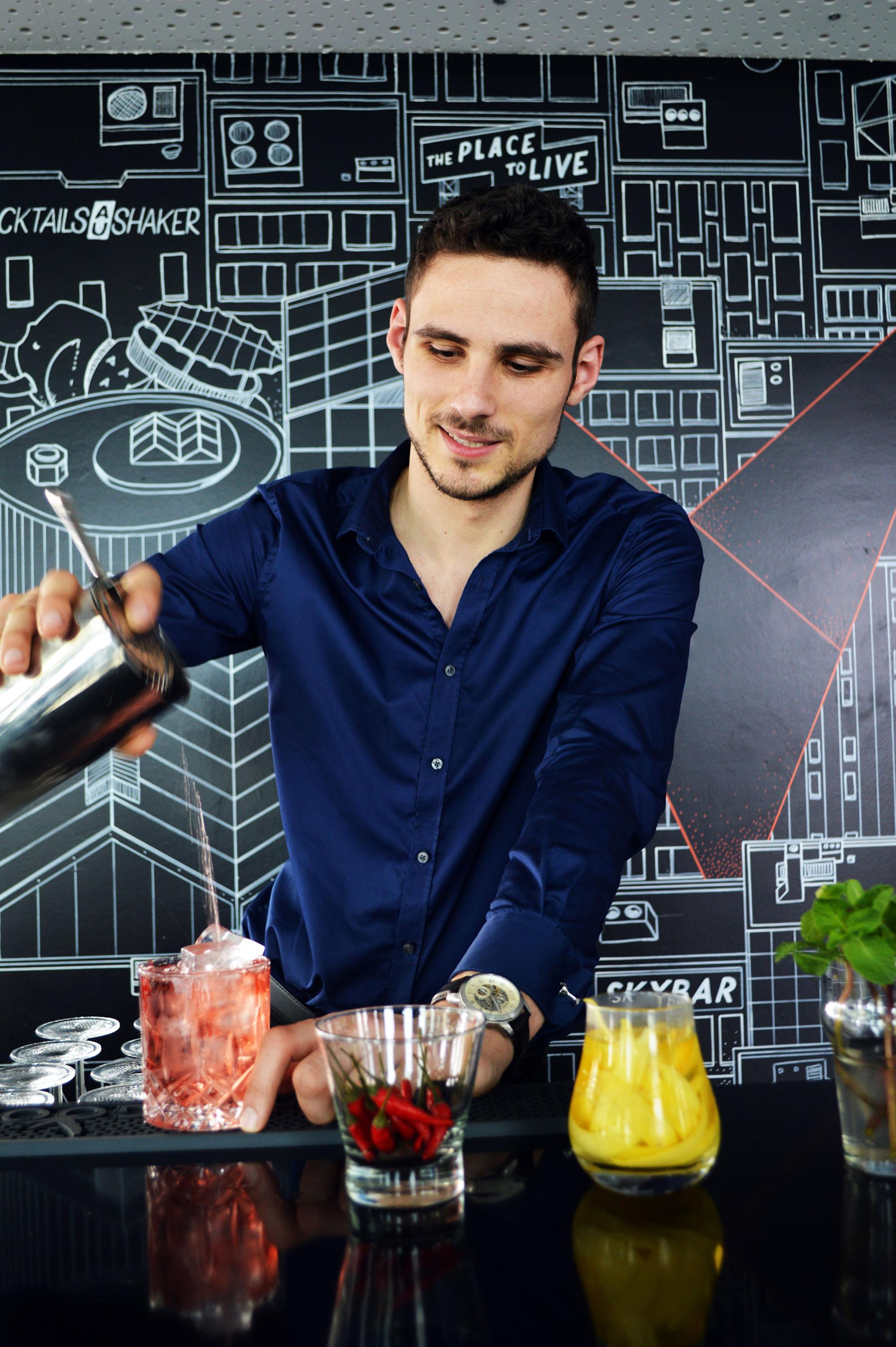 materrazza aperitivo vertigo barman